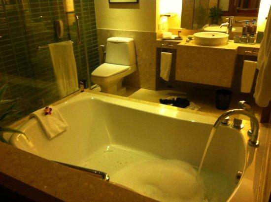 Sheraton Hua Hin Resort & Spa:                   Een badje voor twee (kleine) mensen