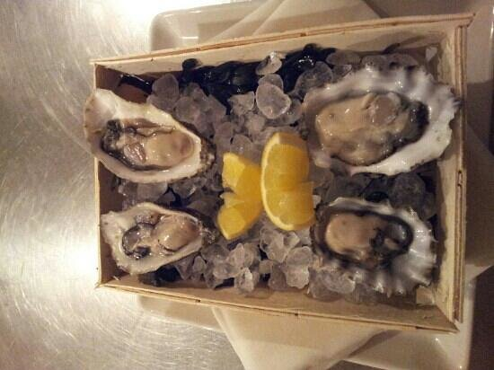 Les Copains :                   oesters