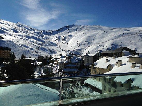 Melia Sol y Nieve:                   Vistas desde la terraza de la habitación