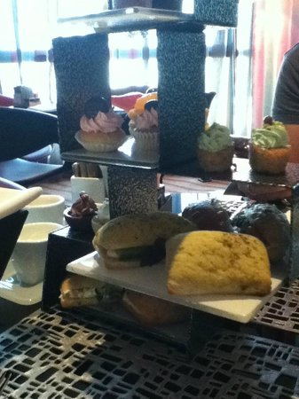 Jumeirah Creekside Hotel:                                     Afternoon tea