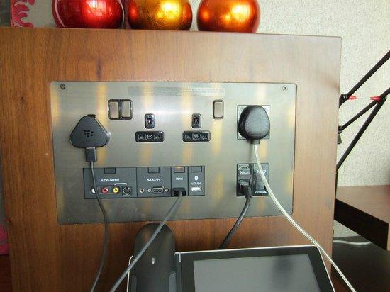 Jumeirah Creekside Hotel:                                     Gadget Hub