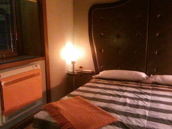 Orange Hotel:                   angolo della camera
