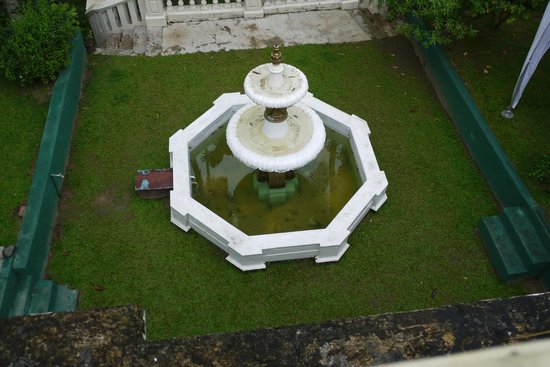 The Mansion:                   Main fountain in front of hotel