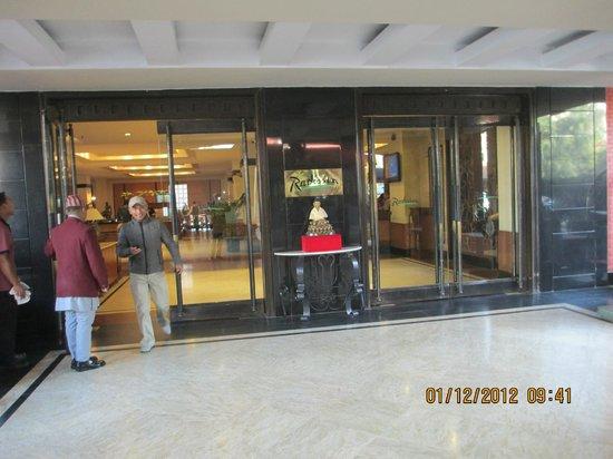 Radisson Hotel Kathmandu: Entrance