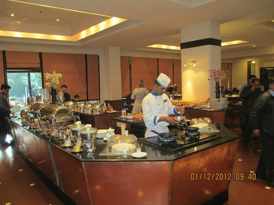 Radisson Hotel Kathmandu: Breakfast/lunch area Old wing
