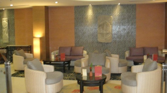 Radisson Hotel Kathmandu: bar at lobby new wing