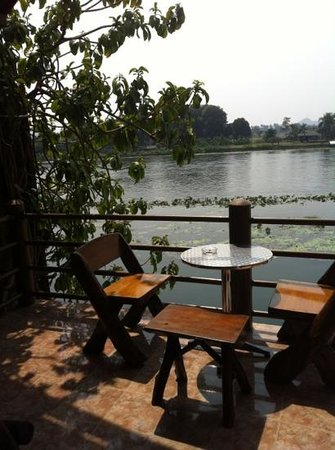 Tamarind Guesthouse:                                     view over the river