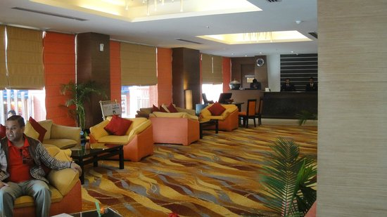 Radisson Hotel Kathmandu: Reception & lobby New Wing