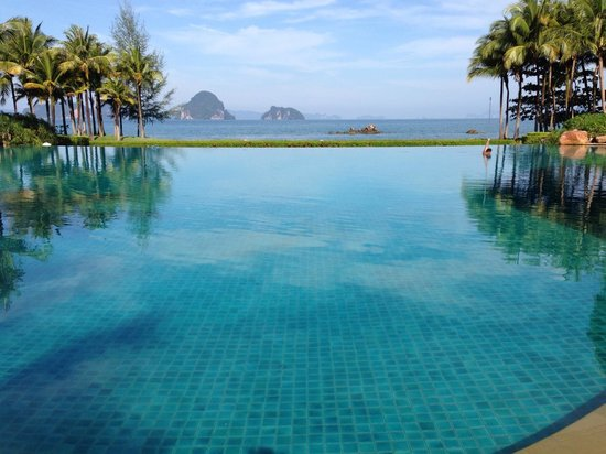 Phulay Bay, a Ritz-Carlton Reserve:                                     The swimming pool