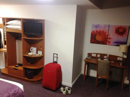 Premier Inn Coventry City Centre (Earlsdon Park) Hotel:                   Limited storage in the badroom