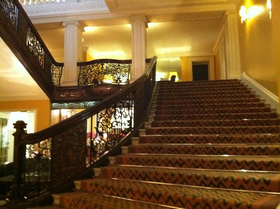 Claridge's: Main stairs