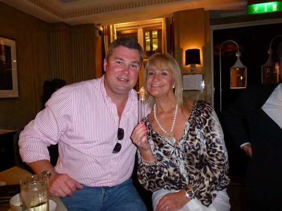 Claridge's: Enjoying the bar.....