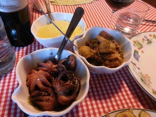 Isola Augusta La Cantinetta:                                     polentina morbida con baccalà mantecato,polipetti e seppioli
