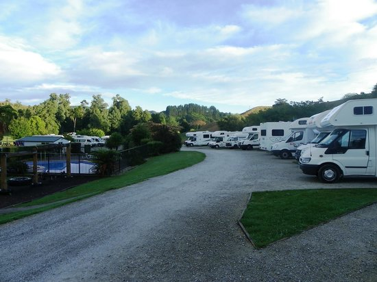 Waitomo Top 10 Holiday Park:                   Motorhome paradise