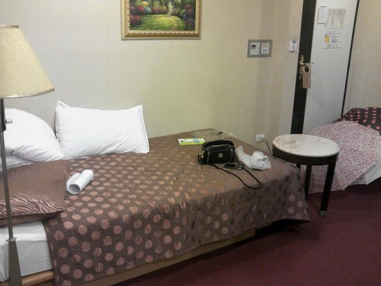 YoMi Hotel:                   single bed
