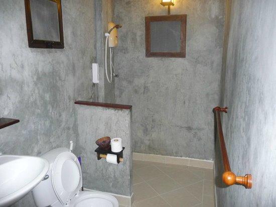 Baan Manali Resort:                                     salle de bain