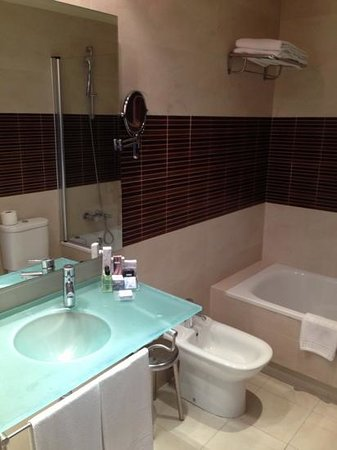 H10 Andalucia Plaza:                   Bathroom