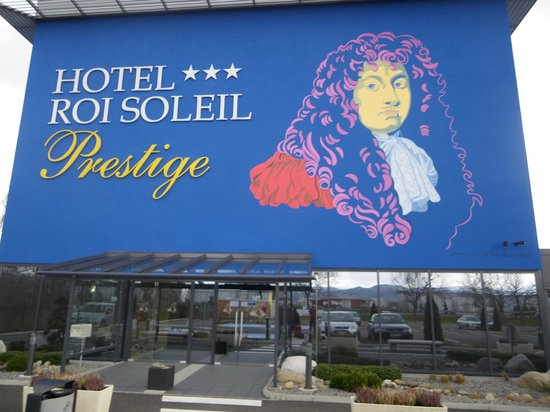 d coration murale picture of hotel roi soleil prestige. Black Bedroom Furniture Sets. Home Design Ideas