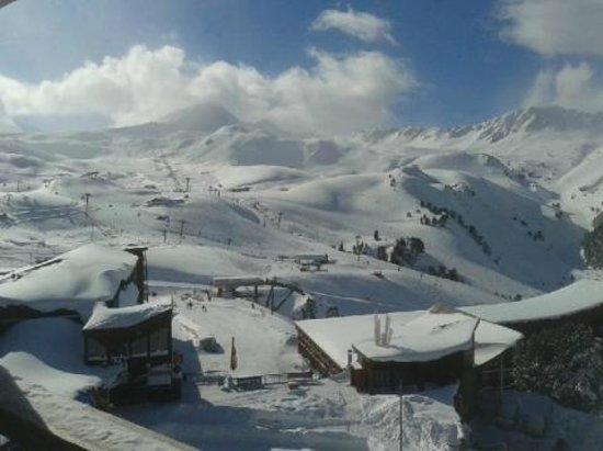 Hotel Club mmv Les Melezes:                                     Vu sur le domaine skiable