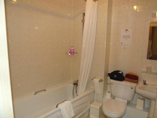 Brook Marston Farm Hotel:                   Room 27 bathroom