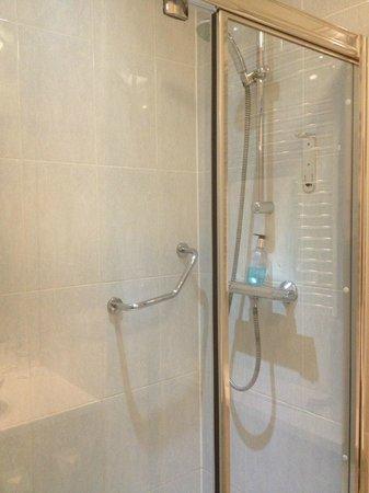 Holiday Inn Birmingham North - Cannock:                   Shower