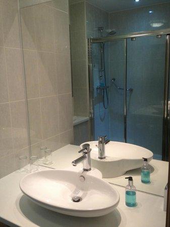 Holiday Inn Birmingham North - Cannock:                   Bathroom