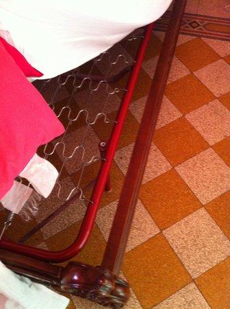 Art in Accommodation:                   Cama