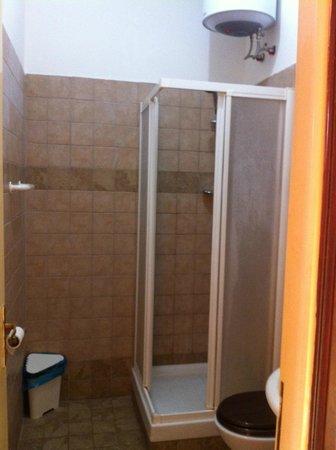 Art in Accommodation:                   Casa de banho sem toalhas
