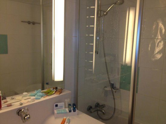 Novotel Paris Les Halles:                   bathroom