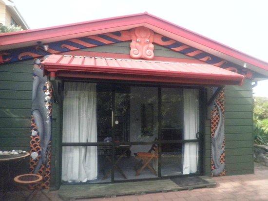 Moanarua Beach Cottage B&B:                   The Home Stay