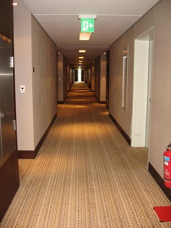 Talatona Convention Hotel: Corridor