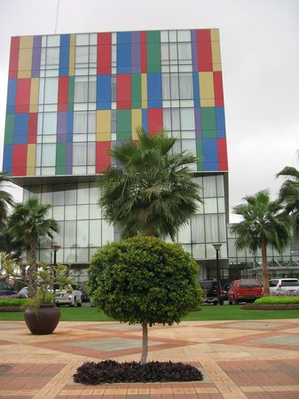 Talatona Convention Hotel: Facade