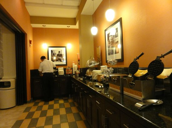 Hampton Inn Alexandria/Pentagon South:                   Breakfast buffet