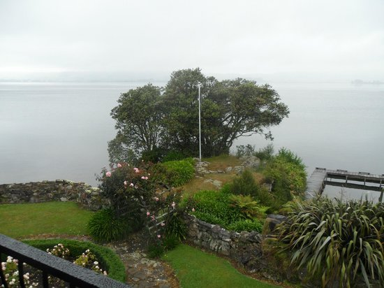 Black Swan Lakeside Boutique Hotel: Lake view on a dull day