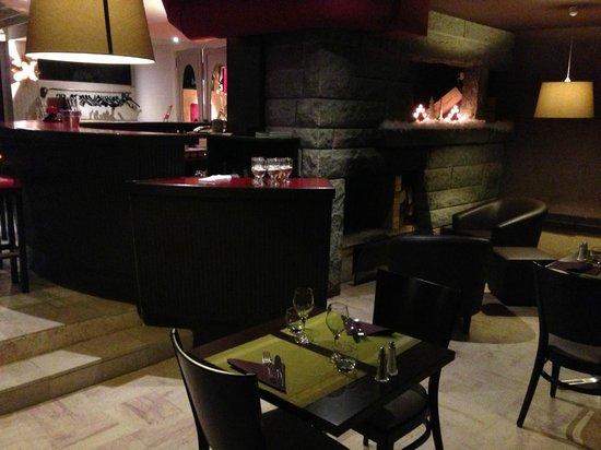 Appart'hotel Lido Gerardmer:                   le bar et coin restaurant à coté du feu