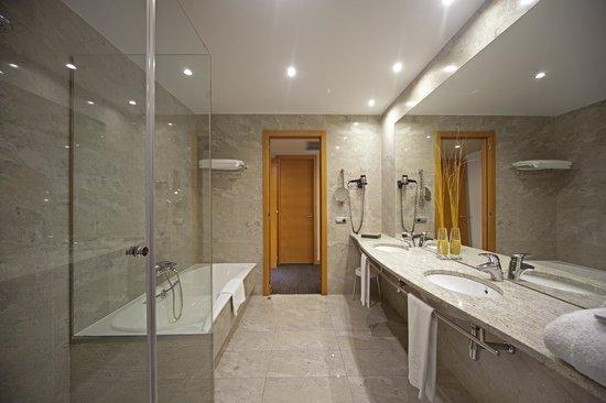 Silken puerta de madrid spain hotel reviews photos - Banos en madrid ...