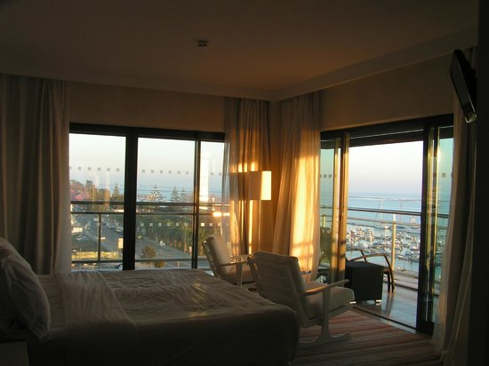 Real Marina Hotel & Spa: Bedroom in Suites (corner)