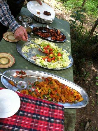JK Mara Camp :                   Vacker och god lunch