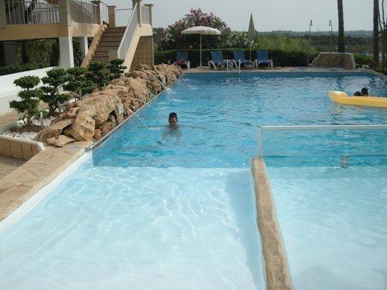 Castavi Apartments:                   piscina