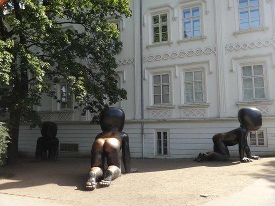 5e94d271aef Prague Kampa Babies of David Černý - obrázek zařízení Park na Kampě ...
