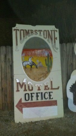 Budget Host Inn Tombstone:                                     Sign