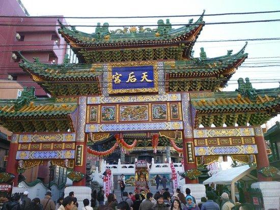 Ma Zhu Miao:                   春節の天后宮正面。いつもより人が多い。