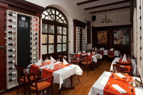 Hotel Aqua Eger: Zsálya Bisztró restaurant