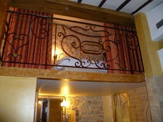 Hotel Europe Saint Severin:                   Il soppalco con il letto