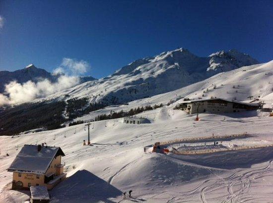 Hotel Edelweiss:                   skiing