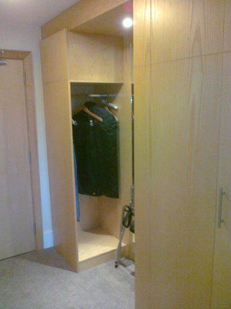 Green Isle Hotel Conference & Leisure: Cloakroom Wardrobe