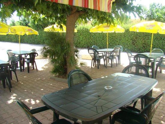 Fasthotel Perpignan: La terrasse