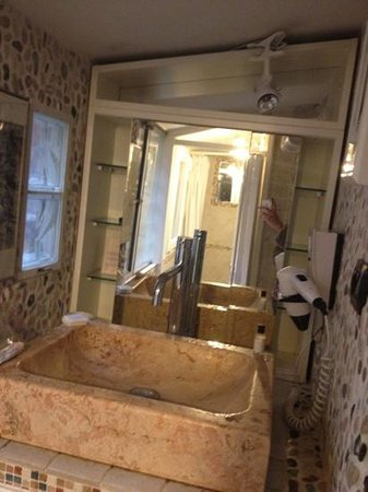 Hotel Trevi:                   tiny bathroom