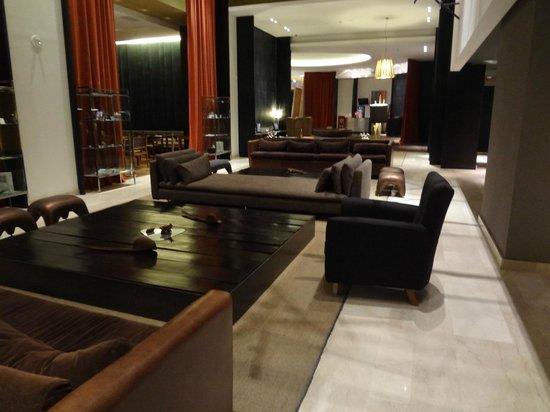 Esplendor Mendoza:                   Hotel lobby