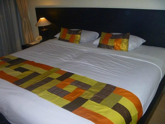 Wina Holiday Villa Hotel:                   Two separate beds pushed together to make 'double'
